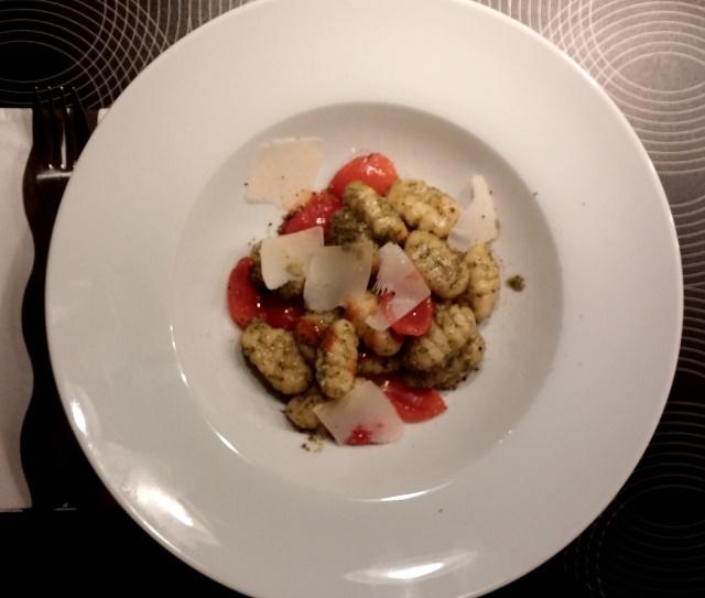 Gnocchi mit Ruccolapesto und Tomaten