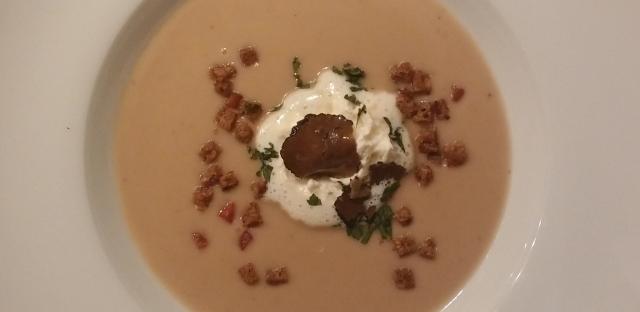 Maronicremesuppe mit Speck und Trüffel