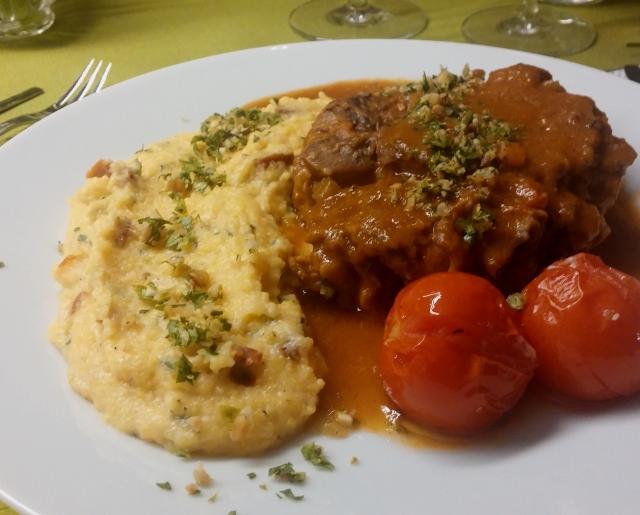 Ossobuco alla milanese mit cremiger Tomaten-Polenta