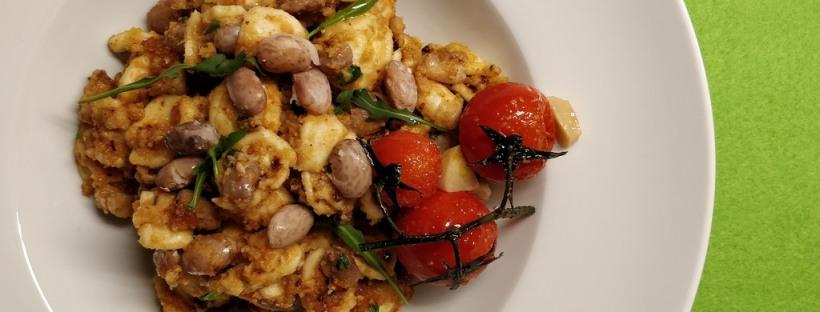 Orecchiette mit Wachtelbohen und Tomaten-Mandel-Pesto