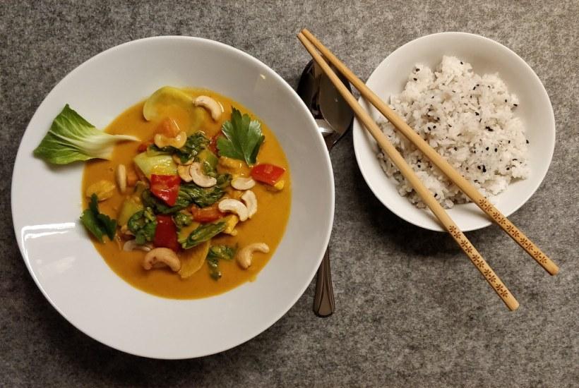 Cashew-Hühner-Curry mit Pak Choi