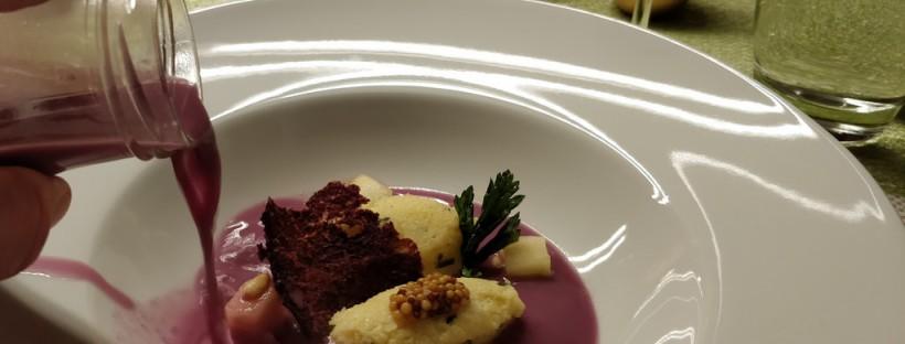 Rotkrautsuppe mit Grießnockerln
