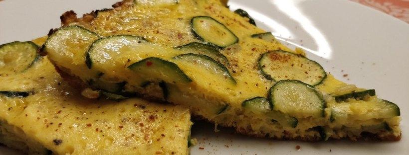 Zucchini-Frittata mit Sauerrahm-Sauce