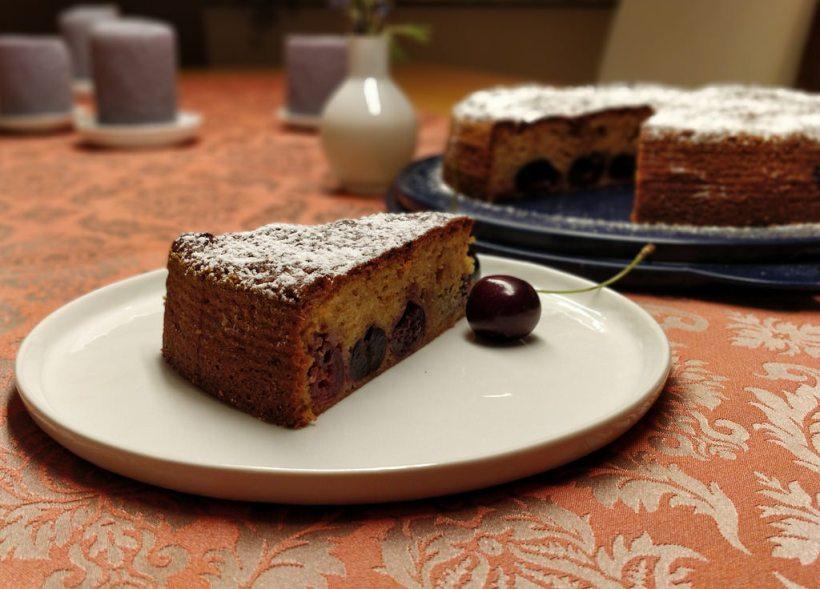 Versunkener Amarettini-Kirschkuchen
