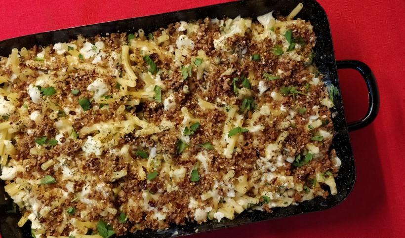 Karfiol Mac 'n' Cheese mit Schwarzbrotbrösel