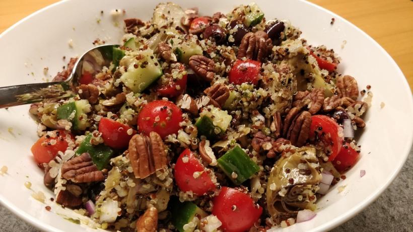 Mediterraner Pesto-Quinoa-Salat