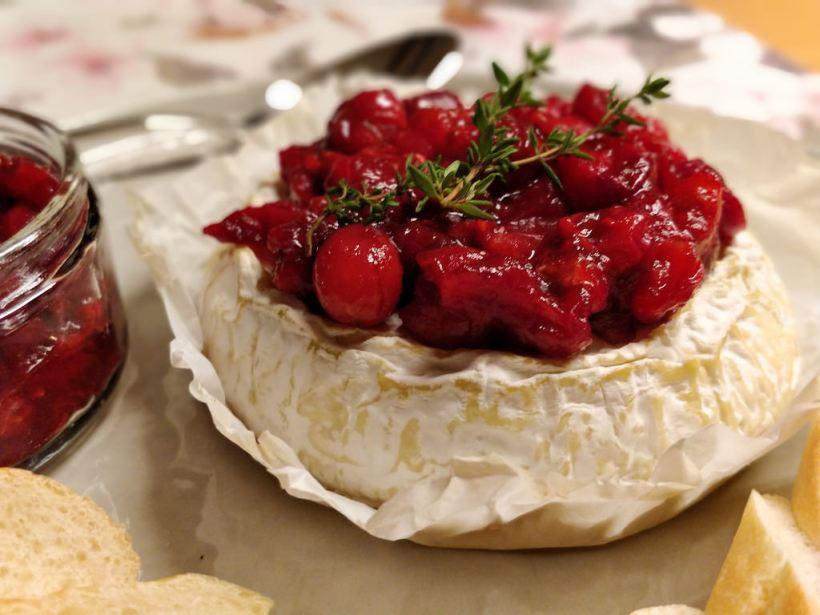 Gebackener Camembert mit Cranberry-Himbeer-Chutney