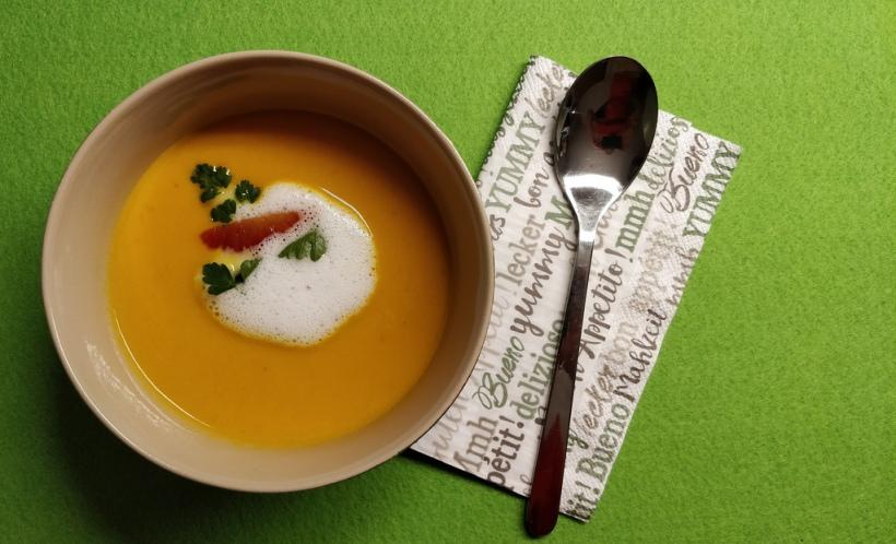 Scharfe Karotten-Orangen-Kokos-Suppe