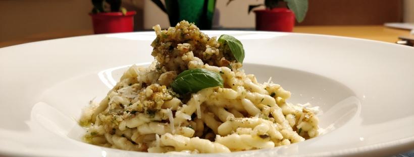 Trofie con salsa all' olio di oliva e noci