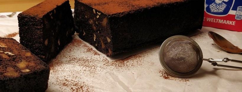 Käferbohnen-Kuchen mit Feigen und Nüssen