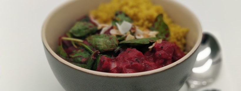Rote-Rüben-Curry mit Spinat