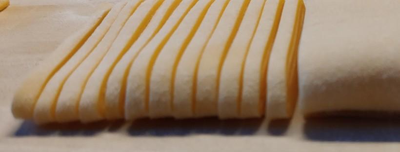 Tajarin tagliati al coltello con burro d'alpeggio e tartufo bianco